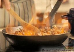 Крем-суп из шампиньонов: Сразу поджечь для полного испарения спирта.