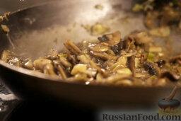 Крем-суп из шампиньонов: Обжаривать, часто помешивая.