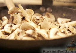 Крем-суп из шампиньонов: Добавить грибы.