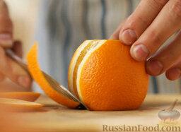 Марокканский салат с морковью и апельсинами: С апельсинов срезаем кожуру.
