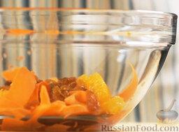 Марокканский салат с морковью и апельсинами: Добавляем изюм.