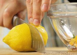 Марокканский салат с морковью и апельсинами: Добавляем свежевыжатый лимонный сок.