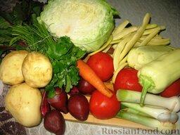 Июньский борщ: Все овощи хорошо вымыть. Картофель, свеклу и морковь не чистить, а соскрести с них ножом тонкую кожицу.