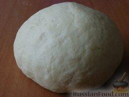 """Творожное печенье """"Розочки"""": Замесить тесто. Завернуть его в пищевую плёнку и положить в морозилку на 15-20 минут."""