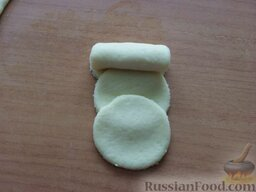 """Творожное печенье """"Розочки"""": Свернуть рулетиком."""