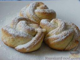 """Творожное печенье """"Розочки"""": Выпекать творожное печенье в разогретой духовке при 180 градусах в течение примерно 20 минут. Остудить.   Готовое творожное печенье по желанию посыпать сахарной пудрой.    Приятного чаепития!"""