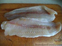 Постные котлеты из морской рыбы, в томатной подливке: Рыбу разморозить, вымыть, отжать от лишней влаги.