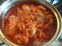 Тефтели из красной рыбы: Залить овощной подливой тефтели, довести до кипения. Тушить на самом минимальном огне 10 минут под крышкой.