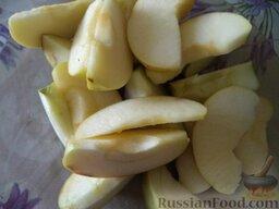 Утка с яблоками: Яблоки помыть, вырезать сердцевину. Нарезать ломтиками.