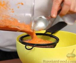 Желто-красный гаспачо и брускетта с салатом: Процеживаем