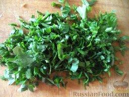 Сырный суп с зеленью: Помыть и мелко нарезать зелень.