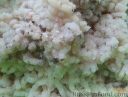 Котлеты из хека (минтая): Пропустить через мясорубку рыбу, лук, батон.
