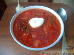 Красный борщ со шкварками и фасолью: Красный борщ со шкварками и фасолью готов. Подавать со сметаной.  Приятного аппетита!