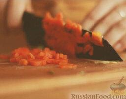 Оливье: Морковь тоже очистить и мелко нарезать.
