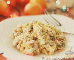 Оливье: Салат оливье с колбасой готов. Приятного аппетита!