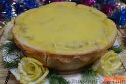 Жульен в хлебе: Хлеб выложить на противень, высыпать в середину половину грибов.   Выложить курочку и высыпать оставшиеся грибочки. Поверхность выровнять.  Сверху выложить слой тертого сыра, запекать жульен в хлебе в духовке 5 минут при температуре 180 градусов.    Жульен в хлебе готов.   Приятного Вам аппетита и с наступающими новогодними праздниками!