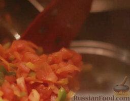 Минестроне: В кипящую воду или овощной бульон всыпать тушеные овощи. Посолить и добавить специи по вкусу.