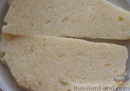 Диетические рыбные котлеты: С хлеба срезать корочку, замочить в воде.