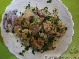 Таджин с рыбой и овощами: Рыбу (филе) нарезаем на куски, проверяем, чтобы не было косточек. Заливаем половиной дозы подготовленной чермулы. Перемешиваем. Оставляем мариноваться в нежарком месте.