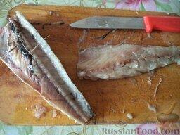 Простой суп из скумбрии: Вынуть из рыбы хребет и косточки.