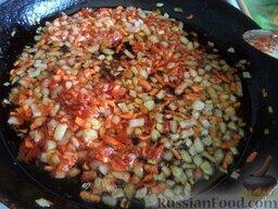 Простой суп из скумбрии: Тушить все вместе помешивая, 2-3 минуты.