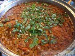 Простой суп из скумбрии: К картошке добавить рыбу и зажарку. Варить суп из скумбрии 10-15 минут.   Добавить вермишель, варить 5 минут.   Посолить, добавить специи, чеснок и зелень. Снять суп из скумбрии с огня. Дать настояться 15 минут.