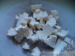 Сырный суп с курицей: Плавленные сырки нарезать кубиками.