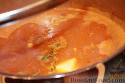Шорба хумус (алжирский суп из нута): Когда мясо готово, добавить корицу, томатную пасту (я всегда кладу еще один кусочек сахара), тимьян, картошку и варить еще около 15-20 минут.  Дать супу отстояться около часа и подавать с зеленью (и сметаной).