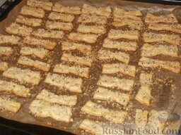 Печенье «Не пропадать же рассольчику»: Выпекайте печенье в печке несколько минут до готовности  (15 минут при температуре 190 градусов).