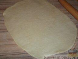Печенье «Не пропадать же рассольчику»: Тесто раскатайте тонким слоем (0,5 см).