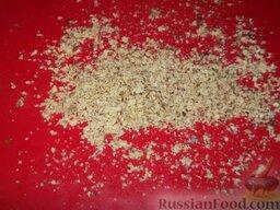 Печенье «Не пропадать же рассольчику»: Включите духовку.    Измельчите орехи.