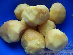 Зразы картофельные с грибами: Картофель очистить.