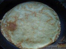 Блины на ряженке: Затем блин перевернуть и печь с другой стороны (около 1 минуты).