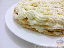 """Блинный торт """"Пломбир"""": Украсить блинный торт кремом с помощью кондитерского шприца (по желанию). Можно украсить фруктами или орехами.  Приятного аппетита!"""