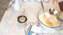 Разноцветные блины (блинный торт): Влить масло. Добавить разрыхлитель.   Все перемешать миксером. Оставить на 15-20 минут.