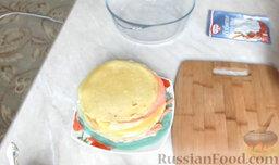 Разноцветные блины (блинный торт): Испечь блины, не зажаривая слишком.