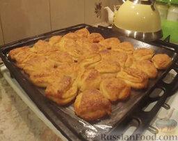 """Творожное печенье """"Ушки"""": Выпекаем творожное печенье в разогретой духовке до золотистого цвета при температуре 180 градусов.  Творожное печенье"""