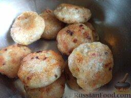 Тефтели из семги в томатном соусе: Готовые тефтели выложить в казанок.