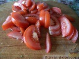 """Овощной салат """"Взрыв вкуса"""" с тофу: Помидоры вымыть, нарезать полукольцами или долькам."""