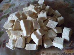 """Овощной салат """"Взрыв вкуса"""" с тофу: Тофу нарезать крупными кубиками."""
