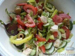 """Овощной салат """"Взрыв вкуса"""" с тофу: Посолить, поперчить, добавить  любимые специи. Заправить оливковым маслом. Перемешать.  Овощной салат с тофу"""