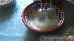 Блины с мясом и творогом: 3. Взбитые белки 4-х яиц ввести в тесто и размешать вилкой. Добавить минеральную воду.