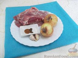 Блинчики с жареным мясом: Ингредиенты для начинки: свинина, репчатый лук, чеснок, молотый мускатный орех, соль, черный молотый перец, растительное рафинированное масло.