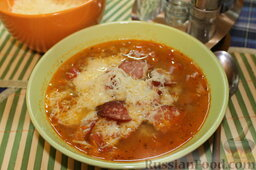 Чечевичный суп с копченой колбасой и пармезаном