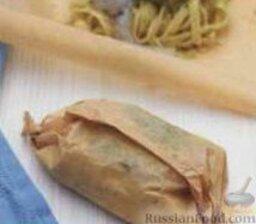 Паста с креветками и соусом песто, запеченная в пергаменте: Фото 3.