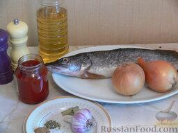 Щука под луково-чесночным соусом: Подготовьте продукты.