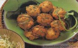 Рыбные котлеты с огуречным салатом