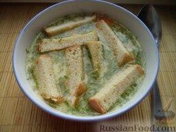 Сырный суп с гренками: Сырный суп готов. Налить в тарелку, добавить сухарики.  Приятного аппетита!