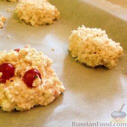 Диетическое (несладкое) печенье с творогом и овсянкой: Выпекать в разогретой духовке 12-15 минут при 180 градусах.
