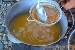Халасле - венгерский рыбный суп: Всю жидкость снова перетираем через сито, для страховки, чтобы не остались мелкие косточки с рыбы.